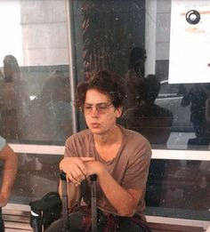 Cole Sprouse Jughead, Cole M Sprouse, Dylan Sprouse, Riverdale Funny, Riverdale Cast, Sprouse Bros, Marilyn Monroe And Audrey Hepburn, Zack Y Cody, Jake Bugg