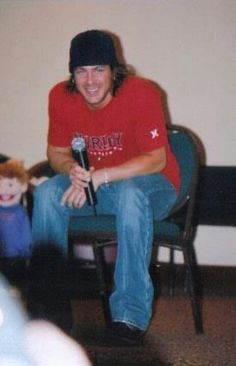 Dont know who to credit . but looks like a meet and greet kind of event Christian Kane, Ex Husbands, To My Future Husband, Beautiful Blue Eyes, Beautiful Men, Sexy Men, Fangirl, Eye Candy, Handsome