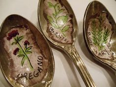Saw spoon ornaments this year...make these out of old silverware with christmas pics in them.