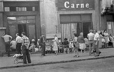30 Astonishing Vintage Photographs Capture Everyday Life in Bucharest Under Ceausescu Era of the and Old Photography, Street Photography, Old Pictures, Old Photos, Delaware City, Romanian Revolution, Nostalgia, Bucharest Romania, Bad Life