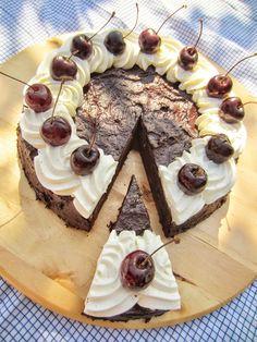 PiparkakkuAkan kyökki: Syntisen hyvä suklaa-kirsikkakakku (gluteeniton)