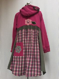 Upcycled Clothing Sweatshirt Hoodie Dress , Patchwork Appliqué Funky Sweatshirt Tunic , Wearable Art, Artsy Clothing - - Upcycled Clothing Sweatshirt Hoodie Dress Patchwork Appliqué Source by Source by nephraeth Dresses Boho Gypsy, Chic Outfits, Fashion Outfits, Funky Dresses, Hoodie Dress, Sweatshirt Tunic, Altering Clothes, Recycled Fashion, Cycling Outfit