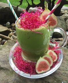 Einen schönen Guten Morgen wünsche ich Euch allen!  Hier geht es recht farbenfroh in den Tag mit einem leckeren #creamysmoothie aus reichlich #spinat #medjool #dattel #banane #kokosnussmilch #rote #bete #sprossen und #feige  Das war so #yummi #lecker #köstlich #smoothie #greensmoothie #smoothieporn #sonntag #frühstück #breakfast #grünersmoothie #healthyfood #foodpick #greenjuice #vegan #gesundleben #diät #detox by feueropal