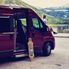 Good times #houde #vanlife #longboarding #campervan #illustration #longboard #lakesideview #explorer #instatravel #mountains #naturelover #homeiswhereyouparkit #neverstopexoring #vanlifemoment