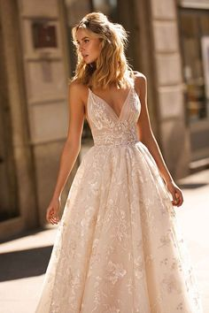 Berta Privee You will find different rumors about the history of the wedding dress; Wedding Dress Trends, Dream Wedding Dresses, Designer Wedding Dresses, Lace Wedding, Wedding Bride, Pink Wedding Gowns, Wedding Veils, Wedding Shoes, Applique Wedding Dress