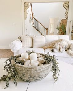 neutral cozy home with earthy textures Wide Plank Laminate Flooring, Types Of Hardwood Floors, Oak Floor Stains, White Countertops, Kitchen Countertops, Staining Cabinets, Weathered Oak, Diy Centerpieces, Diy Planters