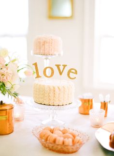 How cute is this cake? This entire post would be so amazing as an engagement (or bridal!) shower.