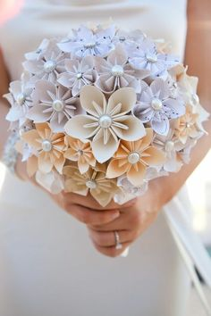 Bored with usual wedding bouquets? I've got a couple of ideas for you! Go for felt or paper flowers, for sweet candies, pinecones, veggies, berries. Paper Bouquet Diy, Origami Flower Bouquet, Easy Origami Flower, Paper Flowers Diy, Flower Crafts, Simple Origami, Diy Paper, Alternative Bouquet, Alternative Wedding