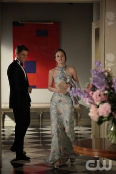 """""""Juliet Doesn't Live Here Anymore"""" Gossip Girl Pictured (L-R) Sam Page as Colin and Leighton Meester as Blair Waldorf PHOTO CREDIT:  GIOVANNI RUFINO/ THE CW ©2010 The CW Network, LLC. All Rights Reserved Gossip Girl Blair, Gossip Girls, Mode Gossip Girl, Estilo Gossip Girl, Gossip Girl Outfits, Gossip Girl Fashion, Look Fashion, Gossip Girl Gowns, Gossip Girl Style"""