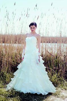 #Brautkleid #Hochzeitskleid Pronupia Carmen de Boheme http://www.wunsch-brautkleid.de/Hochzeitskleid-Pronupia-Elfenbein-groesse-40-Gebraucht-fuer-500euro-475.html