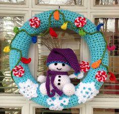 Little Snowman Christmas Wreath Free Crochet Pattern