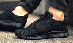 """sports shoes 93049 6ff37 Nike Drops the Free Inneva Woven 2 in Stealthy """"Triple Black"""" Sandalias  Hombre,"""