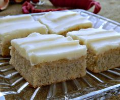Banana Sheet Cake with Cream Cheese Frosting - Cake Recipes Strawberry Ideen Just Desserts, Delicious Desserts, Dessert Recipes, Yummy Food, Fun Food, Cake Bars, Dessert Bars, Banana Sheet Cakes, Banana Bars