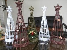 Video tutorial make Christmas trees with recycled newspaper - Cesteria Newspaper Basket, Newspaper Crafts, Diy And Crafts, Christmas Crafts, Christmas Ornaments, Diy Storage Projects, Recycled Paper Crafts, Alternative Christmas Tree, Paper Weaving