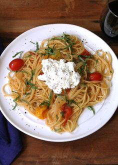 Pasta with cherry tomatoes, basil and ricotta