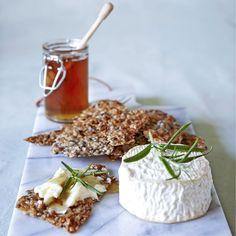 Parmesanknäcke med getost, honung & rosmarin är en smaksensation!