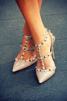Valentino Studded Slingback Stilettos in nude. Dr Shoes, Crazy Shoes, Cute Shoes, Me Too Shoes, Shoes Heels, Blue Heels, Louboutin Shoes, Christian Louboutin, Stilettos