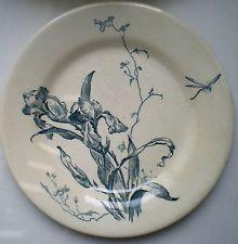 Assiette Art Nouveau Terre de Fer Porcelaine opaque GIEN: Iris bleu et Libellule