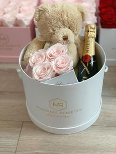 Discover The Experience of Luxury Roses Arrangements with Our Long Lasting Roses. Real Natural Roses That will Last Days - No Need For Sunlight or Water 18th Birthday Present Ideas, 18th Birthday Gifts For Best Friend, Diy Gift For Bff, 18th Birthday Cards, Diy Gift Box, Birthday Box, Surprise Box Gift, Stamped Christmas Cards, Christmas Gift Box