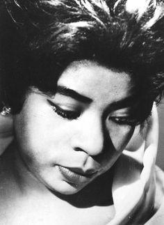 Martina Arroyo fue una soprano lírico-spinto estadounidense, entre las primeras afroamericanas que conquistó los escenarios internacionales de ópera.