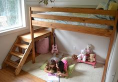When having to have somebody build you a loft bed is seemingly an expensive task, sometimes going DIY for your lofe bed plans makes for a budget-friendly, if not wiser, option. Here are some DIY loft bed plans to get inspirations from. Loft Bed Stairs, Build A Loft Bed, Loft Bed Plans, Bunk Beds With Stairs, Kids Bunk Beds, Dog Stairs, Murphy Bed Plans, Lofts, Furniture Plans