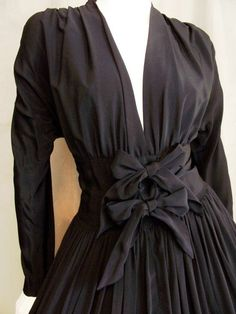 Claire McCardell - construction details: dolman sleeve gathered at shoulder, bodice gathered onto a wide belt type yoke, two feature bows centre front.  The use of bows (as well as shoestring straps) was one of Claire McCardell's signature design features.