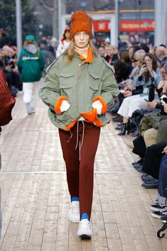 Undercover Fall 2018 Ready-to-Wear Fashion Show Collection: See the complete Undercover Fall 2018 Ready-to-Wear collection. Look 29 Edgy Teen Fashion, Tall Girl Fashion, Kids Fashion, Fashion Design, Autumn Fashion 2018, Fashion Show Collection, Ready To Wear, Girl Outfits, Casual