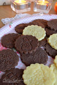 Gyerekkoromban a Vaníliás karikáért rajongtam, aztán felnőtt éveim alatt a Pilóta kekszet is megkedveltem. Talán van abban valami, hogy sej... Food To Make, Muffin, Dessert Recipes, Food And Drink, Xmas, Yummy Food, Cookies, Drinks, Breakfast