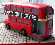 another routemaster cake Unique Cakes, Creative Cakes, Cupcakes, Cupcake Cakes, Fondant Cakes, Beautiful Cakes, Amazing Cakes, British Cake, British Party