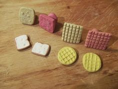 Leia V. Miniatures : How To Make Perfect Waffles Everytime ; Polymer Clay Miniatures, Fimo Clay, Polymer Clay Projects, Polymer Clay Charms, Polymer Clay Creations, Miniatures Barbie, Dollhouse Miniatures, Biscuit, Clay Stamps