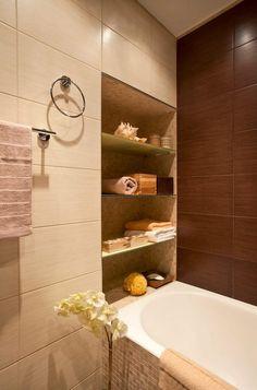 Brown and beige tiles and decor Contemporary Bathrooms, Modern Bathroom, Small Bathroom, Master Bathroom, Bathroom Toilets, Laundry In Bathroom, Interior Design Living Room, Interior Decorating, Bathtub
