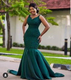Lovely bride 💚💚💚 Linda Dress Make up Hair fabric Photography African Bridesmaid Dresses, African Wedding Attire, African Lace Dresses, Latest African Fashion Dresses, African Attire, Lace Gown Styles, Ankara Gown Styles, African Traditional Wedding Dress, Fancy Wedding Dresses