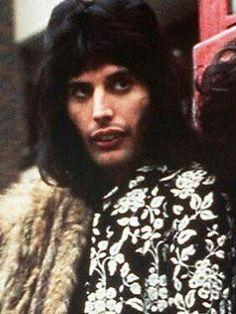 <3 <3 My favorite person ever. Freddie Mercury