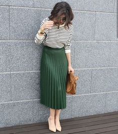 Take You There Pleated Midi Skirt UnikWe Boutique Midi Skirt Outfit Boutique Midi pleated Skirt UnikWe Trajes Business Casual, Business Casual Outfits, Office Outfits, Office Attire, Office Skirt Outfit, Long Skirt Outfits, Girly Outfits, Mode Outfits, Chic Outfits