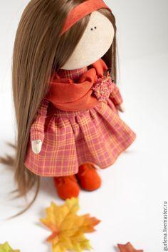 DIY con el paso a paso para hacer una linda Muñeca de otoño. Fuente: http://www.livemaster.ru/ Muñeca de tela Geisha MaekoPatrón de muñeca conejita de telaDIY Muñeca Ángel de NavidadGuirnalda inspirada en las GorjussMuñeca de tela Caperucita Roja – DIY y patronesMuñeca de tela acostada DIYMateriales para pintar las caras de las muñecas de telaComo …