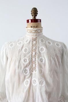 Victorian blouse small antique white top por 86Vintage86 en Etsy
