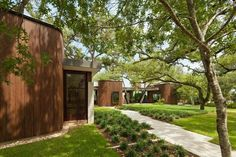 A Sensitive Modern House in Austin, Texas - Photo 7 of 7 -