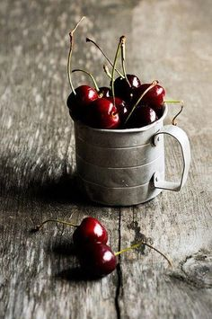Okay, I am NOT a fan of summer by any means, the only good thing about summer is fruit...fresh cherries, yum!