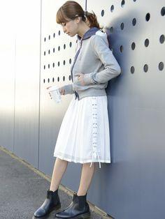 SHIR | 木野園子さんのTシャツ・カットソー「SHIR NYLON HOOD ZIP PK T.Grey」を使ったコーディネート
