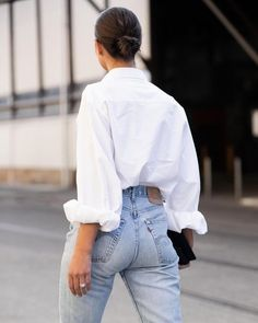 Blue Denim Jeans, Mom Jeans, Oversized White Shirt, Pulled Back Hairstyles, Classic White Shirt, White Chic, White Shirts, Classy Outfits, Casual Outfits
