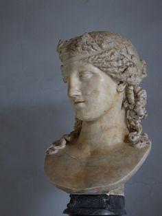 EPIGONOS(?), Dying Gaul. Roman copy of a bronze statue ...