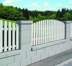 Flat Roof House Designs, House Fence Design, Fence Gate Design, Modern Fence Design, Brick Fence, Front Yard Fence, Fenced In Yard, Backyard Garden Landscape, Backyard Fences