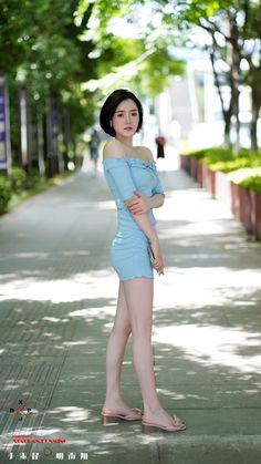 Girls Are Awesome, Girls In Mini Skirts, Cute Japanese Girl, Girl Photography Poses, Beautiful Asian Women, Sexy Asian Girls, Colorful Fashion, Asian Woman, Beauty Women