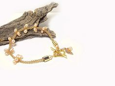 Pink Pearl bracelet Gold wire bracelet Unique Delicate by FestiJe, #Pink #Pearl #bracelet #Gold #wire #bridal #weddings #jewelry #crochet #unique #wire #charms