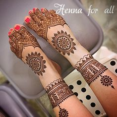 Find out the best bridal mehndi designs for foot and legs. Choose from the easy mehndi design images shown here with different patterns of floral, peacock, leaf-like. Wedding Henna Designs, Mehndi Designs Feet, Latest Bridal Mehndi Designs, Indian Henna Designs, Mehndi Designs Book, Legs Mehndi Design, Mehndi Designs For Girls, Mehndi Design Photos, Unique Mehndi Designs
