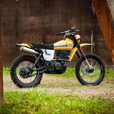 – loving this retro custom Yamaha XT500 by @northeastcustom. #dropmoto #xt500 #enduro #dualsport #yamaha