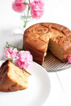 Traditional italian yogurt cake is a tasty sweet breakfast without refined sugar. You only need 6 ingredients and one bowl. Gluten Free Recipes, Baking Recipes, Yogurt Cake, Yummy Food, Tasty, Sweet Breakfast, Sugar Cravings, Homemade Cakes, Sweet Bread
