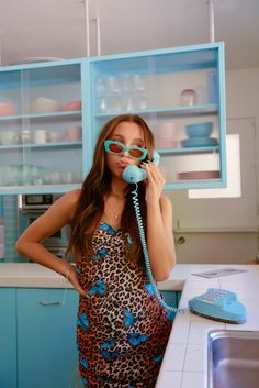 Don't Call Emma Chamberlain A VSCO Girl — But Do Compliment Her New Sunglasses+ In England, a well-meaning but selfish young woman meddles in the love lives of her friends. Emma Chamberlain, Summer Outfits, Casual Outfits, Cute Outfits, Fashion Outfits, Bobby, Emma Style, Facon, Aesthetic Clothes