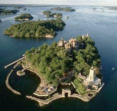 Boldt Castle at Hart Island in the Thousand Islands, Northern New York - so very cool Oh The Places You'll Go, Places To Travel, Places To Visit, Beautiful Castles, Beautiful Places, Saint Lawrence River, St Lawrence, Hart Island, Alexandria Bay