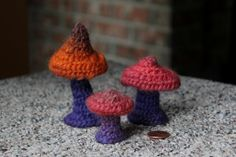 Needlebound / nålbound mushrooms, by Kimberly. Posted in her blog the artful acorn. Please see original link for two more photos!